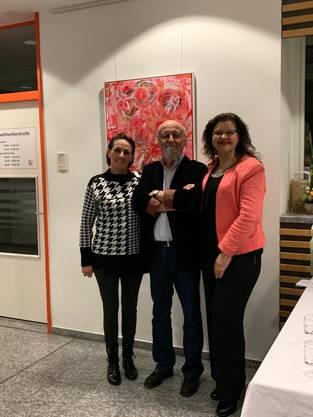 Der Kurator Mainardi mit Susanne Saidi-Schuster (l) und Bettina Hauri (r)