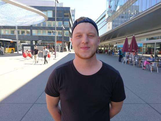 Marc Näf (21), Frick, Chemieangestellter: «Ich würde mich als Hobby-Aarau-Fan bezeichnen. Ich finde den FC Aarau sympathisch. Mein Herz schlägt aber für Basel. Wir haben kürzlich das Spiel FC Aarau gegen Rapperswil geschaut, die Atmosphäre im Brügglifeld war echt toll. Ich wünsche dem FC Aarau sehr, dass er aufsteigt.»