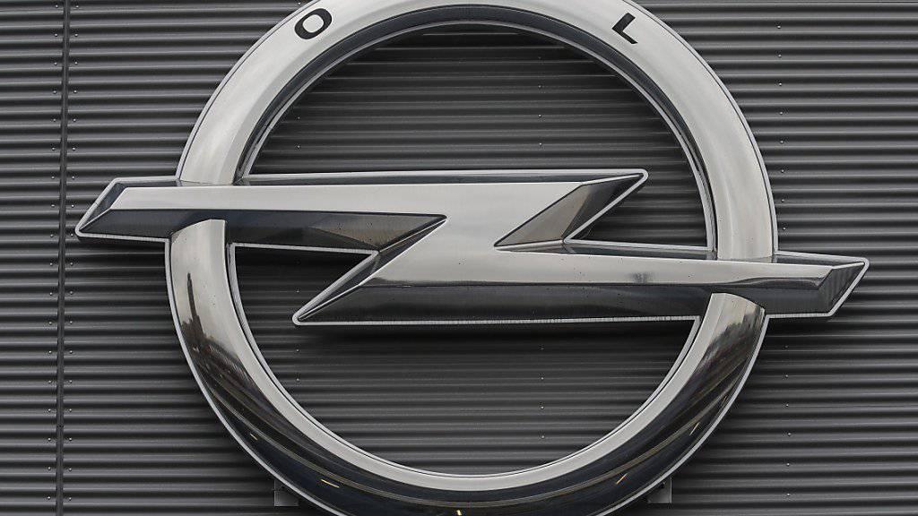 Der Autobauer Opel hat sich mit seinen deutschen Händlern auf einen neuen Mustervertrag geeinigt. In der Schweiz dauert es noch länger. (Archiv)