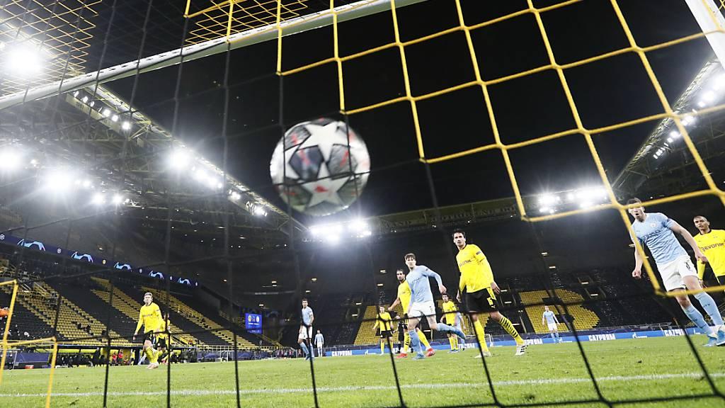 Gemäss einigen Top-Klubs soll der Ball auf europäischem Top-Niveau in einer Super-Liga ins Netz fliegen.