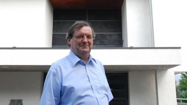 Don Marek vor der Dietiker St. Josefs-Kirche, wo er sich 27 Jahre um die italienische Gemeinschaft kümmerte.