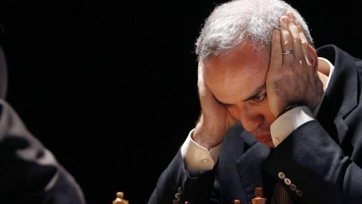 Die Schachlegende Garry Kasparov (r) unterbricht den Ruhestand für ein Blitzschach-Turnier in St. Louis, Missouri. (Archivbild)