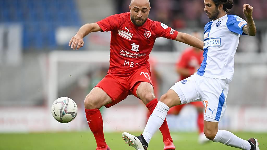 Vaduz-Stürmer Tunahan Cicek (links im Spiel gegen die Grasshoppers) erzielte beide Tore zum Sieg in Chiasso