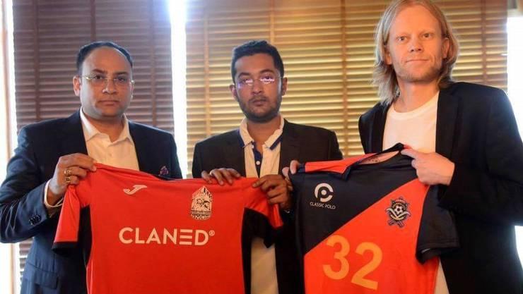 Mikko Perälä (rechts) und Rohit Ramesh (Mitte) verkündeten vor zwei Jahren eine Partnerschaft ihrer Vereine.