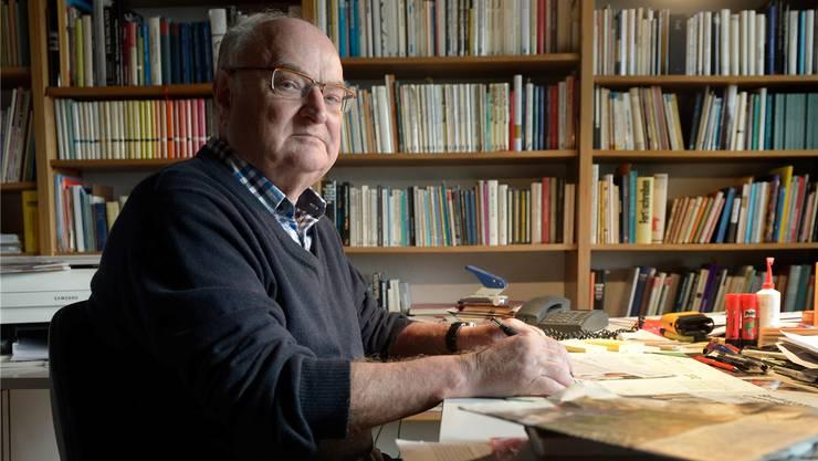 Der Solothurner Mundart-Schriftsteller Ernst Burren (73) in seinem Schreibzimmer. Tomas Wüthrich/13 Photo