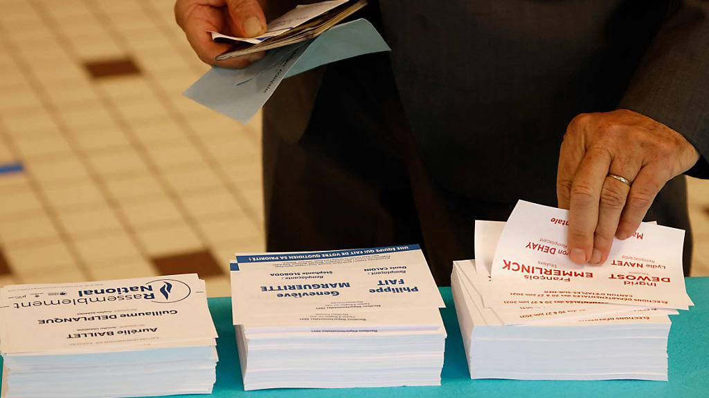 Ein Wähler in Cucq im Département Pas-de-Calais. Foto: Ludovic Marin/AFP/dpa