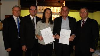 Als erste Friedensrichter im Bezirk haben Christa Maag (Dietikon) und Enrico Denicolà (Geroldswil) das «Certificate of Advanced Studies (CAS) Friedensrichter» entgegengenommen.