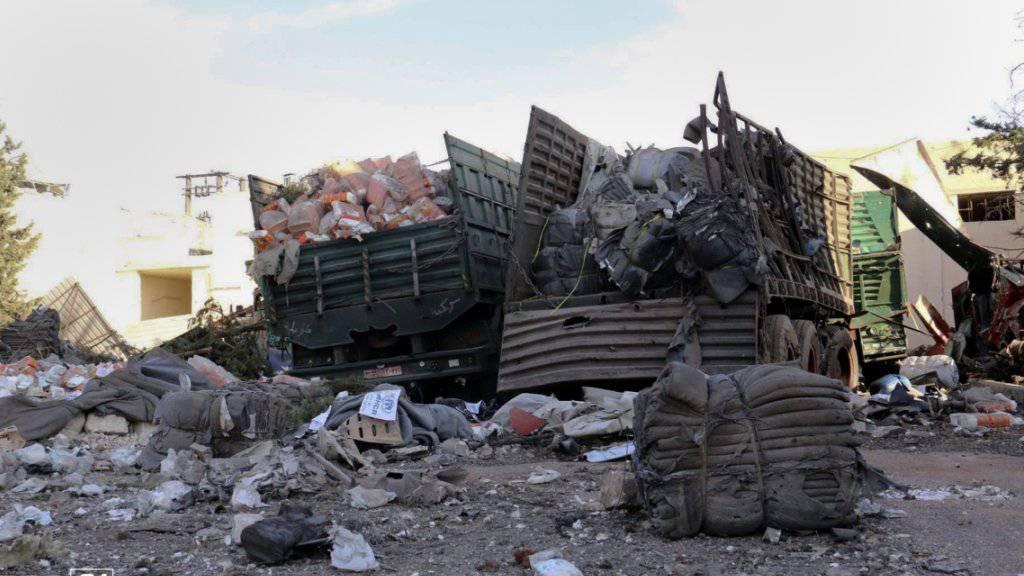 Erst am Montagabend wurde ein Hilfskonvoi in Syrien bombardiert - nun sind Mitarbeiter einer Hilfsorganisation bei Luftangriffen in Nordsyrien ums Leben gekommen. (Archiv)