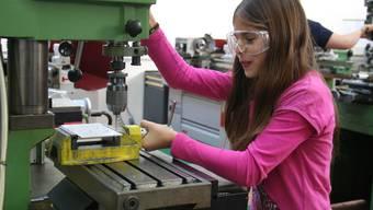 Schüler bekommen bei Swissmechanic einen Einblick in die Welt der Technik