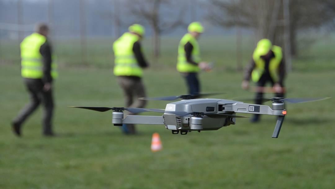 Theorie und Praxis: So werden Aargauer Jäger für die Rehkitzrettung mit der Drohne geschult