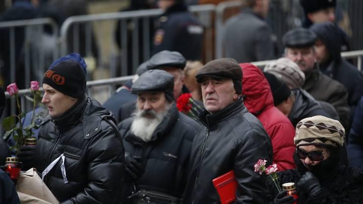 Tausende an der Abdankung von Kremlkritiker Nemzov