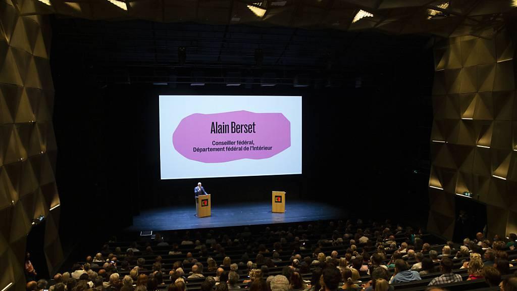 Bundesrat Alain Berset eröffnet offiziell die neue Comédie de Genève.