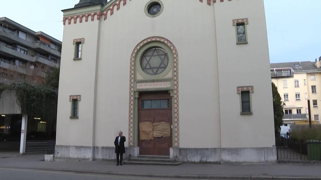 Hakenkreuz und antisemitische Parolen an Bieler Synagoge geschmiert