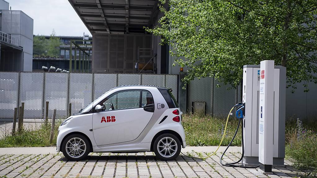 ABB will Fahrzeugflotte elektrifizieren und klimaneutral werden. (Archiv)