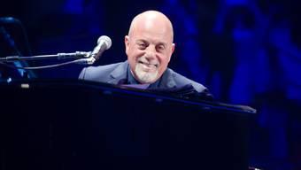 Billy Joel erzählt während eines Konzerts im Madison Square Garden in New York, dass er Bruce Springsteens Motorrad gebaut hat (Archiv)