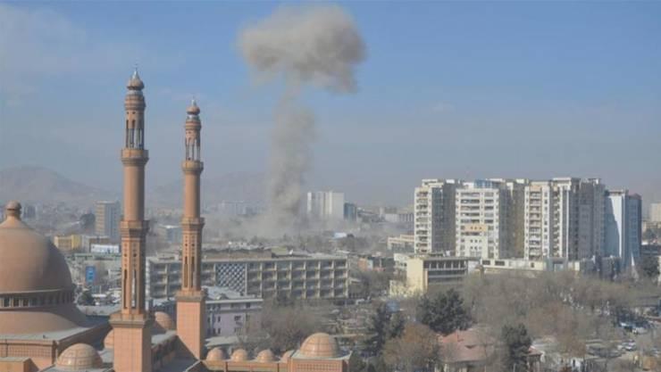 Auf Bildern war eine hohe Rauchwolke zu sehen, die über dem Zentrum aufstieg.