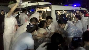 Vom Erdbeben waren bis zu 100'000 Menschen betroffen: Das Medizinpersonal stand im Grosseinsatz.
