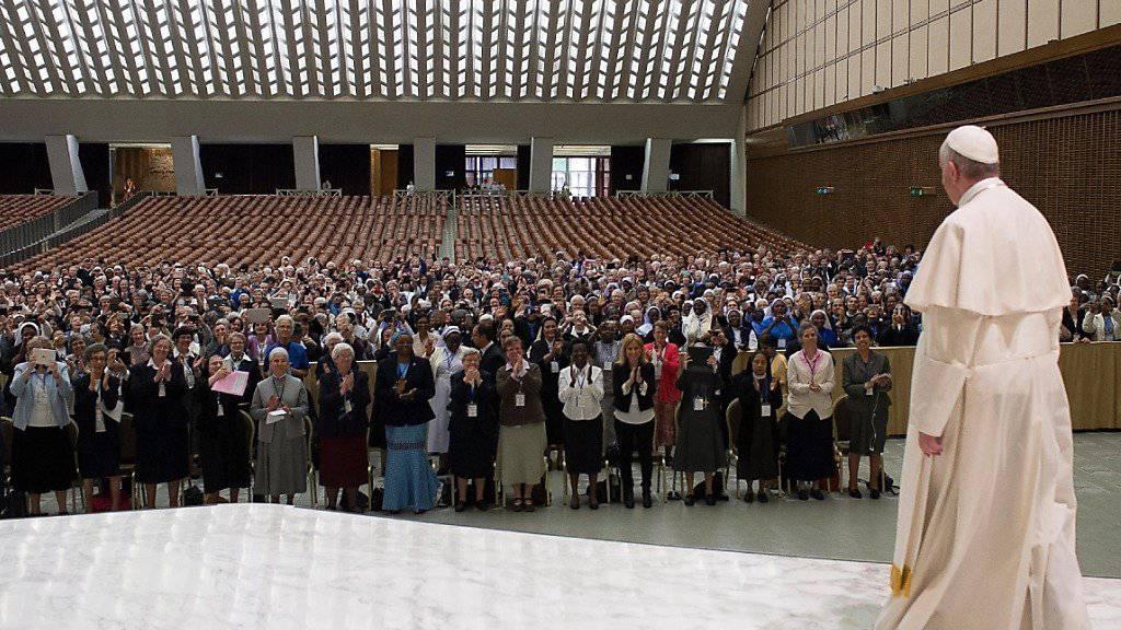 Papst Franziskus lässt Diakonenamt für Frauen prüfen