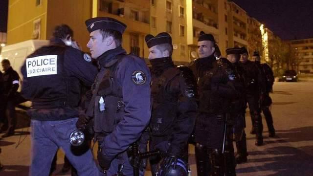 Polizisten patrouillieren in Marseille (Archiv)