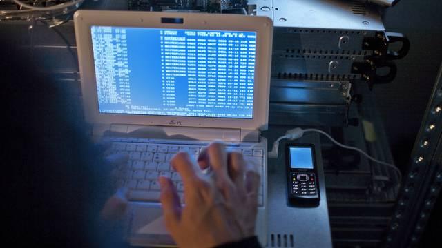 Cybercrime nimmt zu (Gestellte Aufnahme)