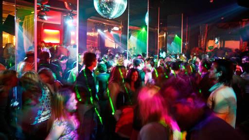 Ab Montag nur noch 30 Gäste in Zuger Clubs und Bars erlaubt
