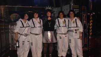Obernärrin Claudia I. (Mitte) mit ihren Trabantinnen (vl.) Steffi Itten, Miriam Studer, Alexandra Mauron und Carola von Arx.