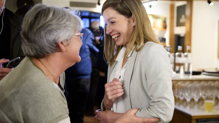 Überraschungscoup gegen einen bisherigen CVP-Ständerat: Die 31-jährige FDP-Politikerin Johanna Gapany zieht nach vorläufigem Endergebnis für den Kanton Freiburg in den Ständerat ein.