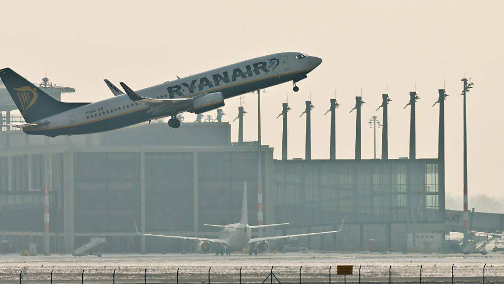Es geht wieder aufwärts für Ryanair: eine Maschine des Billigfliegers in Deutschland (Archivbild).