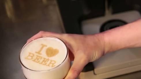 Wie beim Kafi: Jetzt kommt der Bierschaum mit Botschaft – so funktionierts