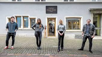 Das Dark-Haus-Team vor seinem Studio in der Altstadt: Becker Salmen, Lorena Leuenberger, Noemi Salmen und Jörg Leuenberger (v.l.).