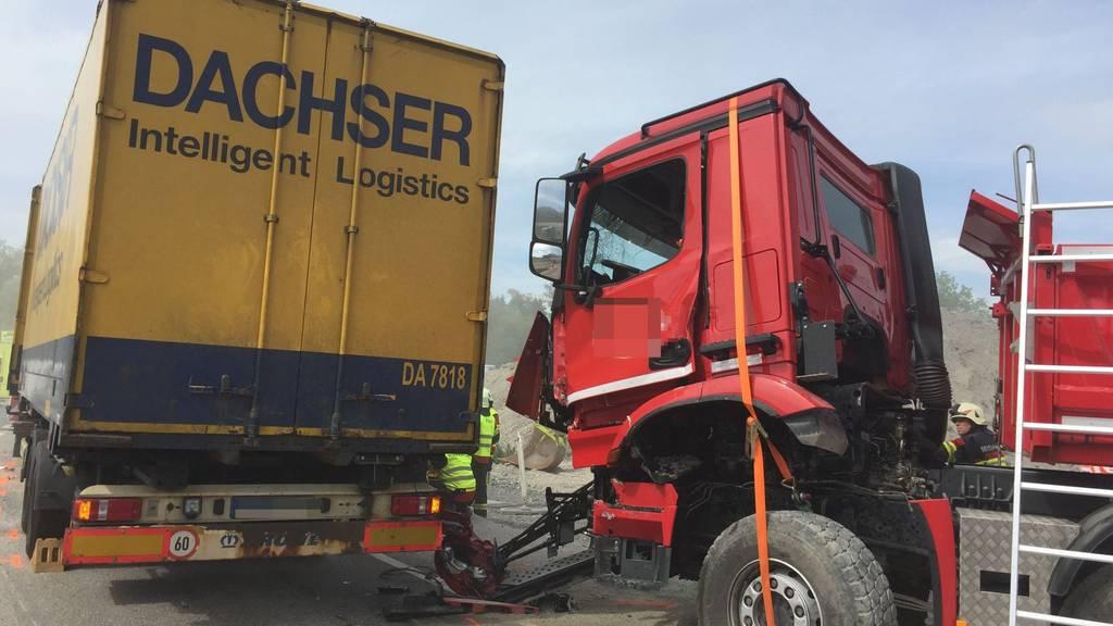 Bei der Baustelle auf der A13 bei St.Margrethen fuhr ein Lastwagen in einen Muldenkipper.