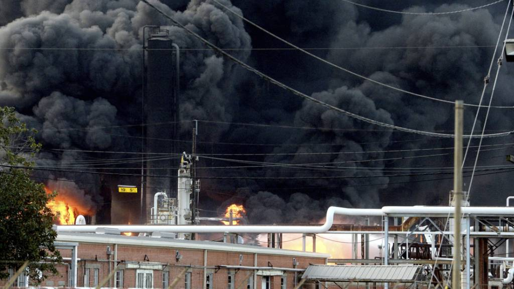 Zwei Explosionen erschüttern Chemie-Fabrik