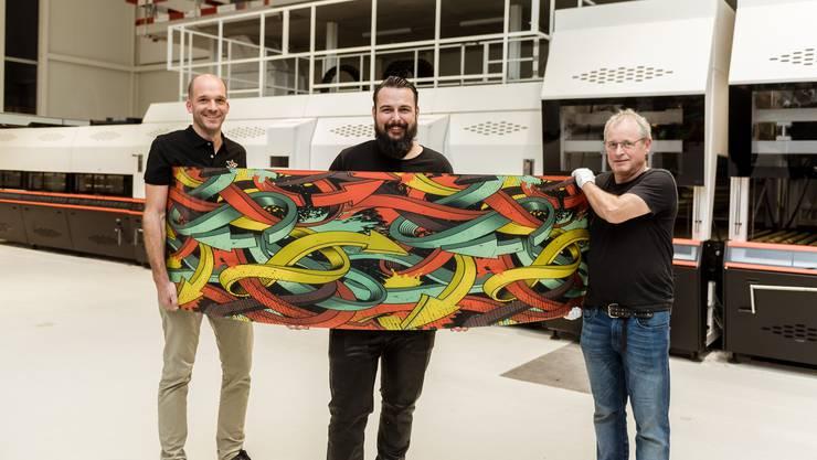 Geschäftsführer Patrick Wyss, Fabian Flury (neuer Inhaber) und Martin Kurth (alter Inhaber) (v.l.) in der neuen Produktionshalle.