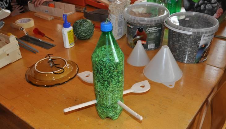 Das Material zu den selber gebastelten Futterstationen.