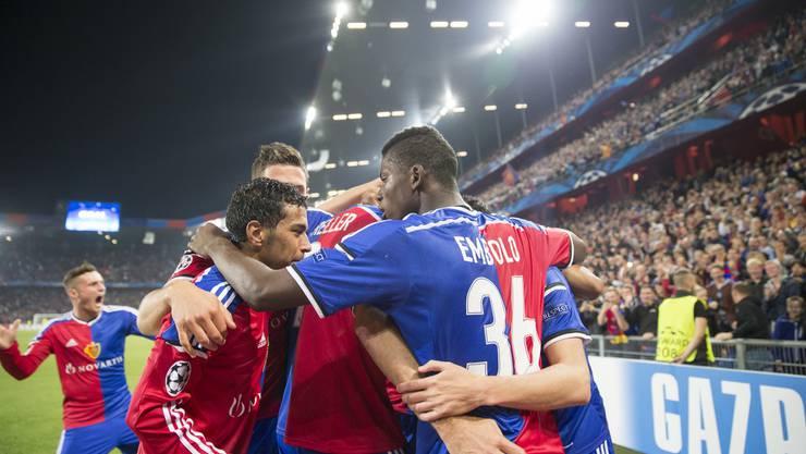 Der FCB bejubelt den Sieg gegen Liverpool