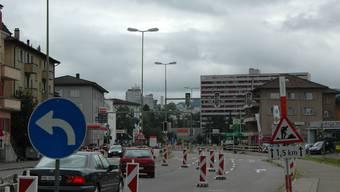 Umstellung: Der Verkehr auf der Badenerstrasse erfolgt über die beiden südlichen Spuren. Das neue Verkehrsregime gilt seit gestern. (dvk)