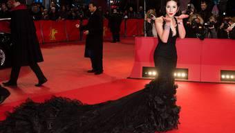 Miss Schweiz Lauriane Sallin - hier vor zwei Wochen auf der Berlinale - kann gut mit Politikern. Das hängt damit zusammen, dass sie als Miss nicht ernst genommen wird, vermutet sie, und weil die hohen Herren dadurch im Gespräch viel entspannter sind (Archiv).