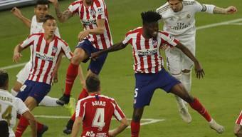 Sergio Ramos (rechts) kämpft im Supercup gegen Atlético vorbildlich – und verwertet dann den entscheidenden Penalty.