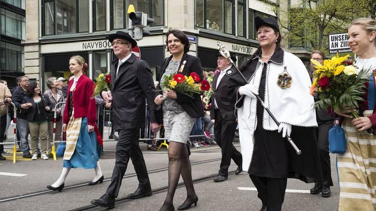 Regierungspräsidentin Elisabeth Ackermann und Regierungsrat Christoph Brutschin führen den Zug an.