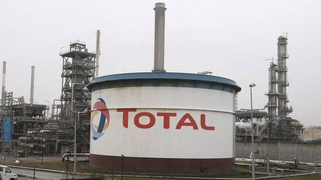 Eine Raffinerie des Ölkonzerns Total im französischen Dunkerque (Archiv)