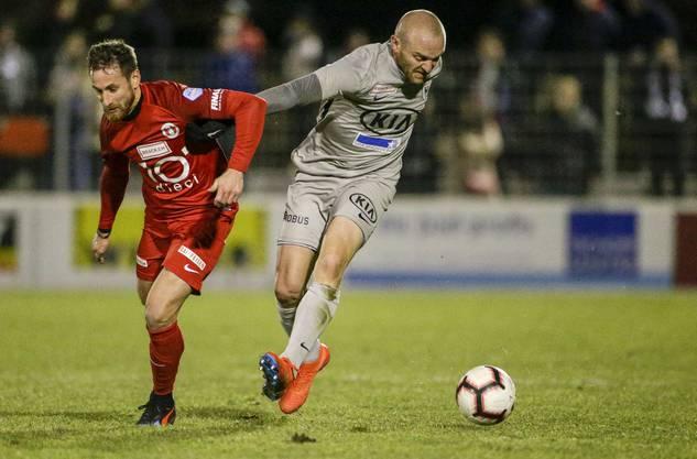 Marco Schneuwly (r.) im Zweikampf mit dem künftigen FCA-Spieler Jerome Thiesson.