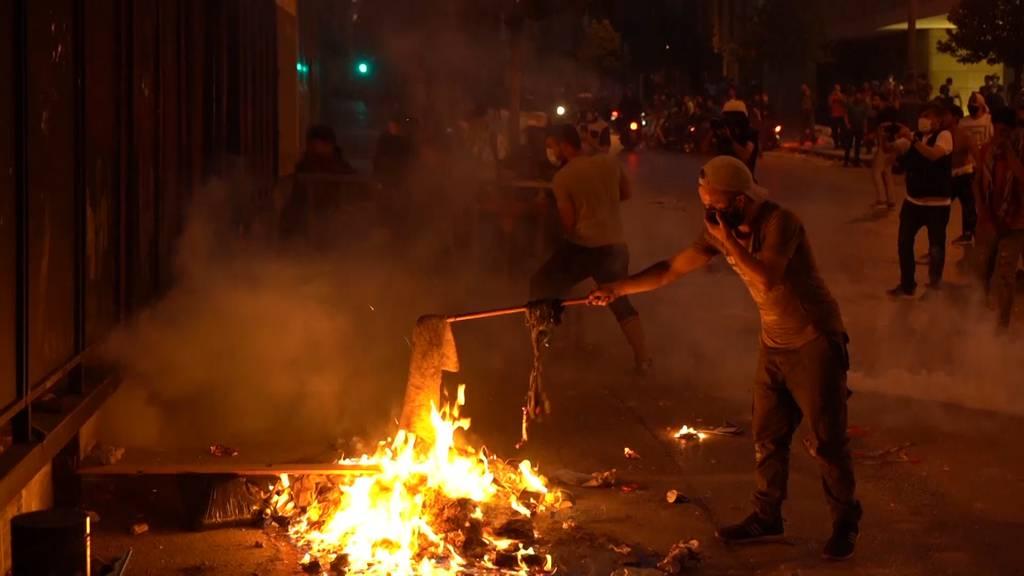 Druck auf Libanons Regierung steigt: Weiterer Rücktritt nach Explosion