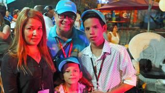 Der Zürcher Roger Furrer mit seiner Familie in Havanna.