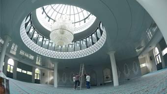 Der Gebetsraum der Männer hat Platz für 500 Personen. Noch sind letzte kleine Arbeiten zu erledigen, aber die Moschee ist bereits seit Juli geöffnet.