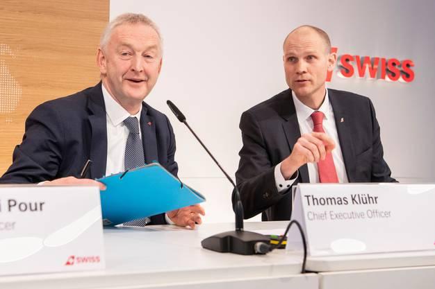 Der abtretende CEO Thomas Klühr mit Michael Niggemann an einer Medienkonferenz.