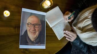 Die Anteilnahme im Wallis ist gross nach den Anschlägen in Burkina Faso. In Lens trugen sich viele Menschen ins Kondolenzbuch für den getöteten Georgie Lamon ein (Archiv).