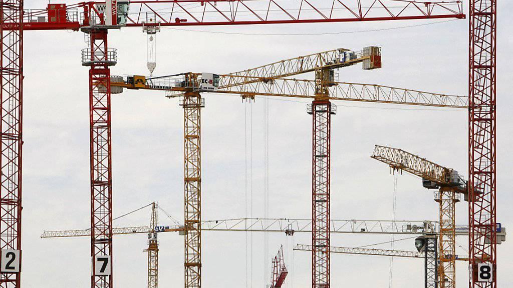 Die Bauwirtschaft war über Jahre eine wichtige Stütze der Schweizer Wirtschaft. In den vergangenen Quartalen hat sich der Boom aber merklich abgeschwächt (Archiv).