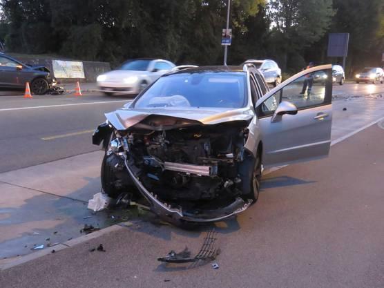 An beiden Autos entstand ein Totalschaden.
