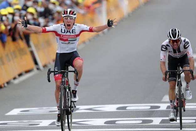 Am Ende der 9. Etappe setzt sich Tadej Pogacar vor seinem Landsmann Primoz Roglic durch, der Schweizer Marc Hirschi (r.) wird Dritter.