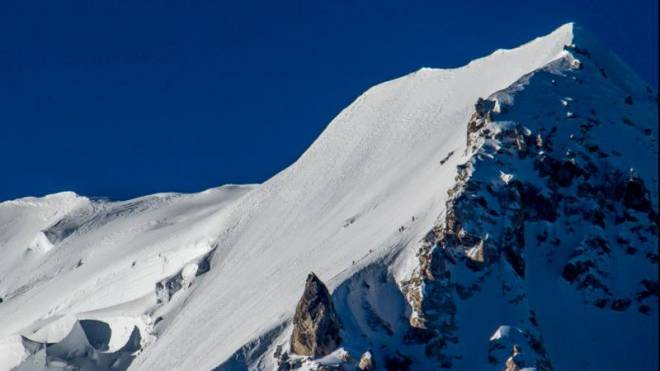 Kurz vor dem Unglück: Die Alpinisten der «Double 8»-Expedition steigen mit Ueli Steck am 24. September 2014 die Nordflanke des Shishapangma in Tibet hoch. Foto: Martin Maier